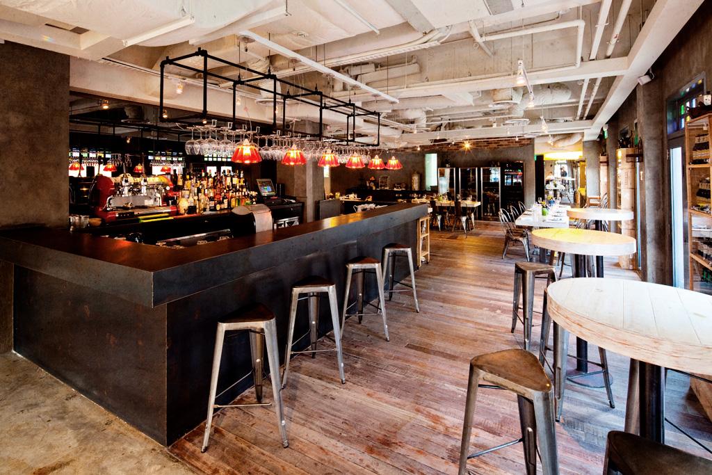 Cocotte un restaurante franc s en singapur el tornillo for Mobiliario rustico para bares