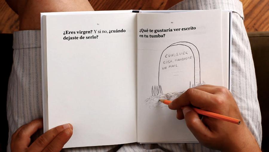 ... que deambula entre el libro conceptual, la pieza de diseño, el libro