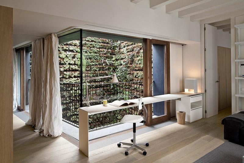 Amapola toscana una vivienda del born rehabilitada for Patios interiores modernos