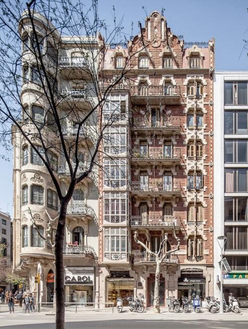 Reforma en calle Valencia, Barcelona. Imagen Adrià Goula (1)