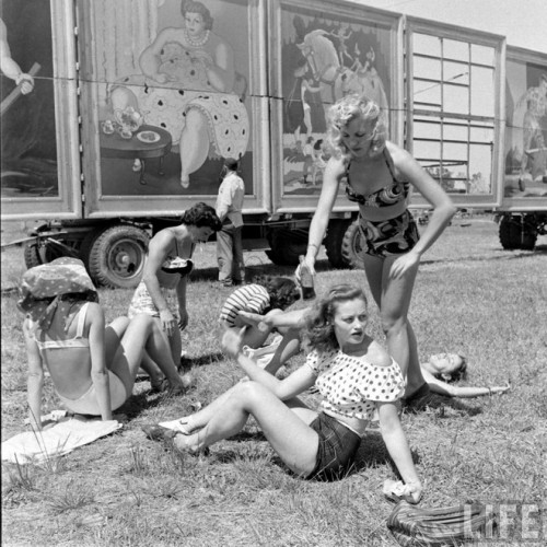 circus girls by Nina Leen (1)