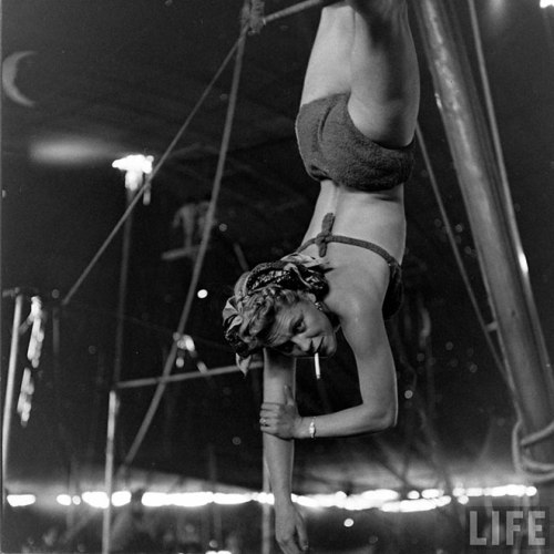 circus girls by Nina Leen (10)