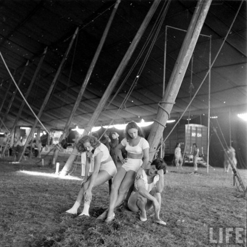 circus girls by Nina Leen (12)