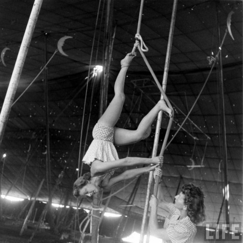 circus girls by Nina Leen (13)