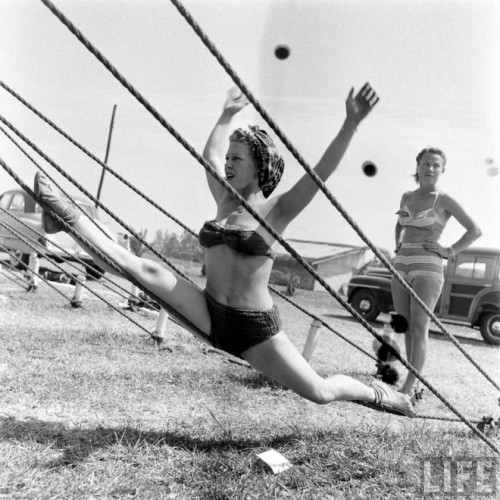 circus girls by Nina Leen (2)