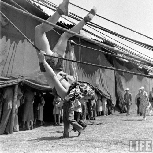 circus girls by Nina Leen (3)