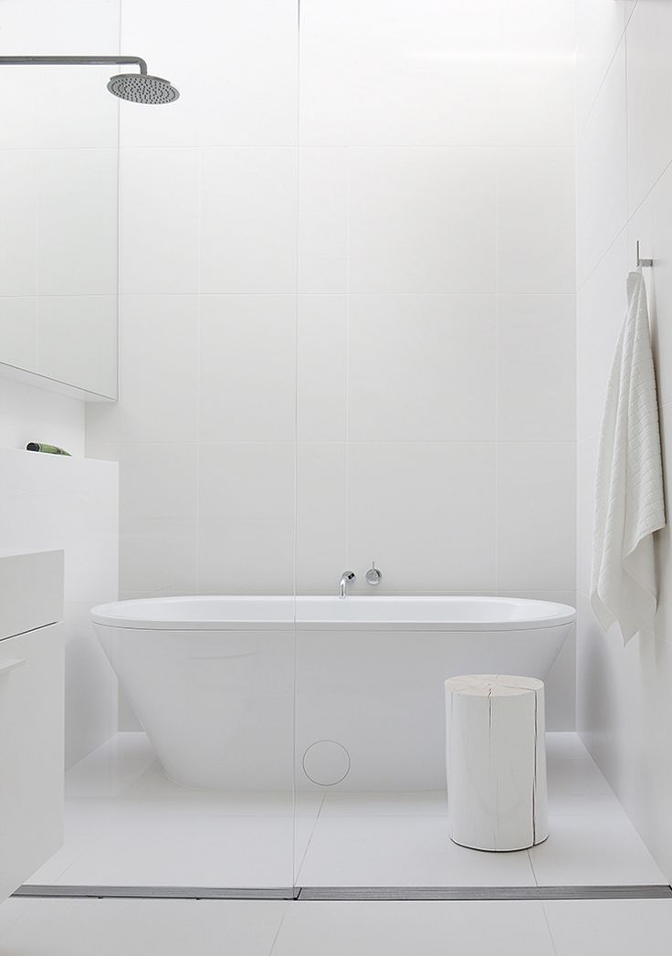 Una vivienda con patio interior el tornillo que te falta for Salle de bain minimaliste