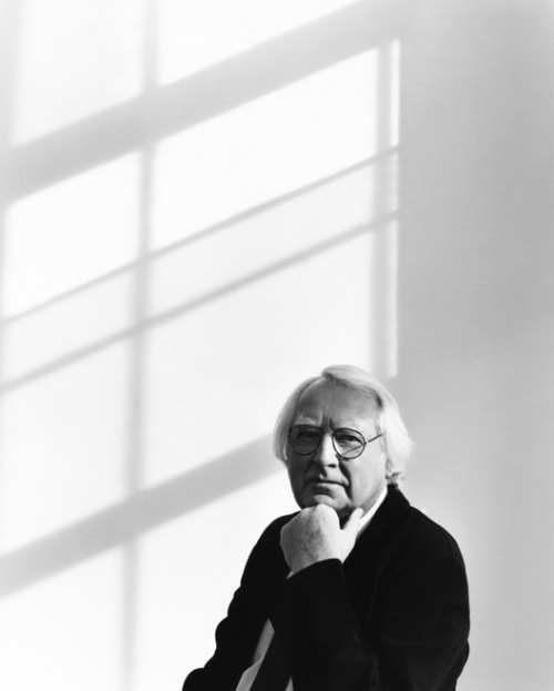 Richard_Meier_Portrait-475_10th_Avenue_Office_©_Richard_Phibbs