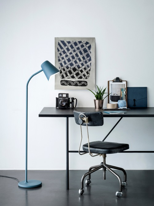 Me_petrol_blue_desk-Low_res_Photo-Chris-Tonnesen
